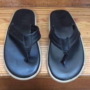 Boys Gap leather flip flops